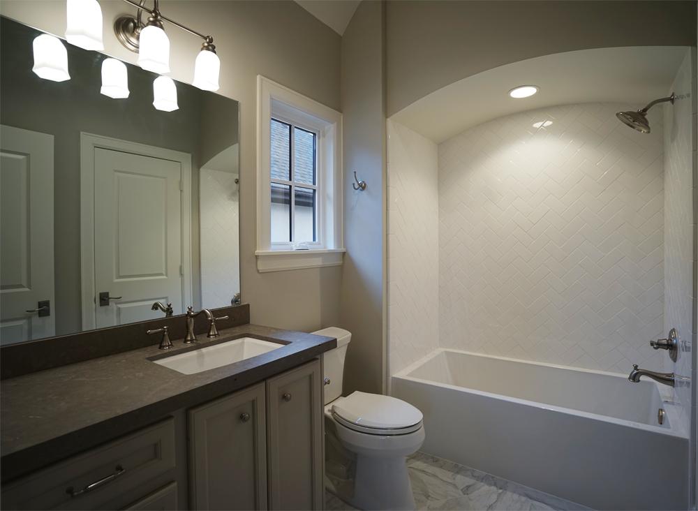 dsc00601-upstairs-bathroom